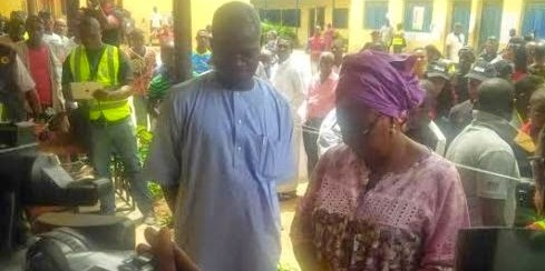 #NigeriaDecides: Fashola, wife undergo accreditation
