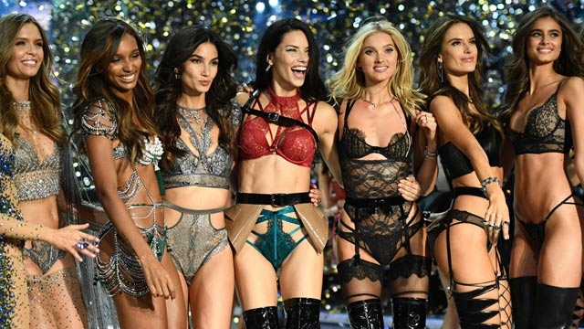 7 beautiful looks from the Victoria's Secret Fashion Show