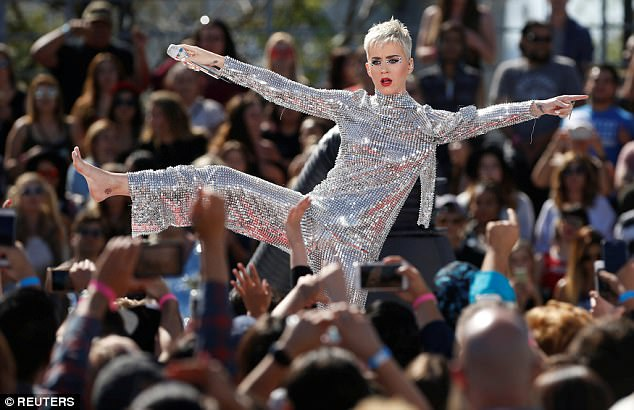 Katy Perry becomes first user to hit 100 million followers on Twitter