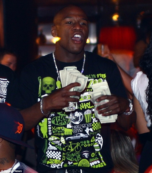 Floyd Mayweather Wants Married Men To 'Get Divorced' And Come To His Strip Club