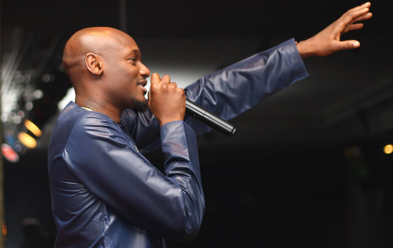 2Baba gives men sex advice during his Buckwyld n Breathless Performance