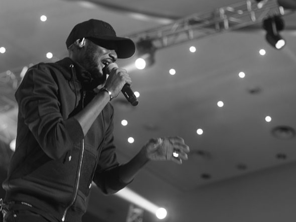 SexTalk101: 2Baba Gives Men Important Advice During His Buckwyld n Breathless Performance