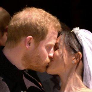 #RoyalWedding: Meghan Markle And Prince Harry Share A Kiss!