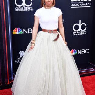 Photos: Taylor Swift, Jennifer Lopez, Janet Jackson & More Stars Grace The Red Carpet At The #BBMAs