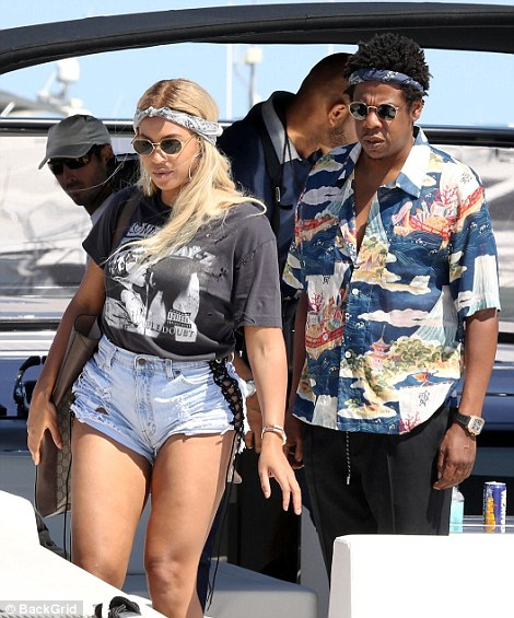 Singer, Beyoncé  Conceals Her Stomach In A Loose Jay Z Branded T-shirt Amid Pregnancy Rumours