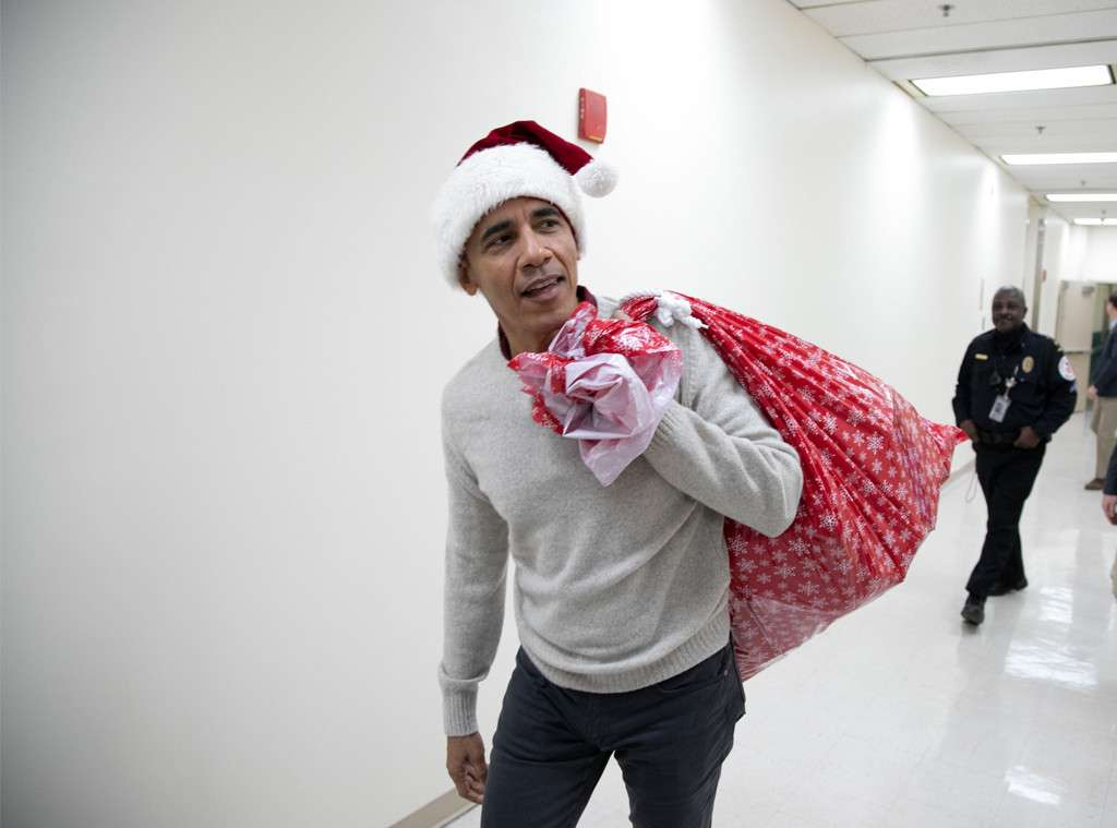 Santa Obama: Former US President Gets His Santa Game On, Surprises Children With Christmas Gifts