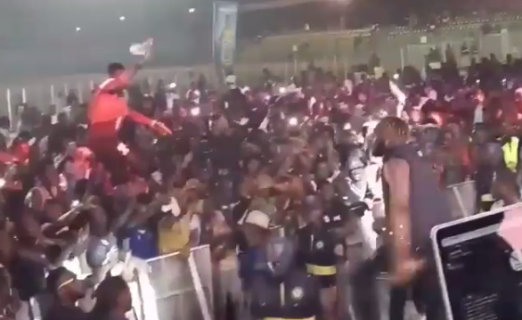 See How Slimcase Trilled Excited Fans At One Lagos Fiesta Agege Centre